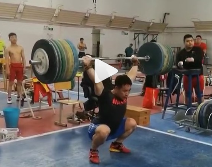 Chinese weightlifter Gong Xingbin squat jerks 190 kg.