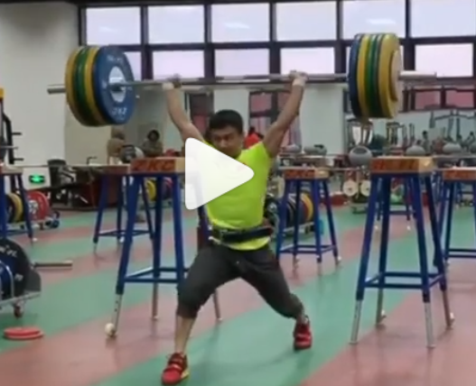 Chinese snatch world record holder Wu Jingbaio jerks 8 kg over world record clean and jerk, and snatches 130 kg.