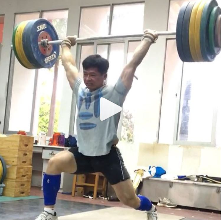 Chinese weightlifter Liu Jiawen clean and jerks 210 kg PR in training