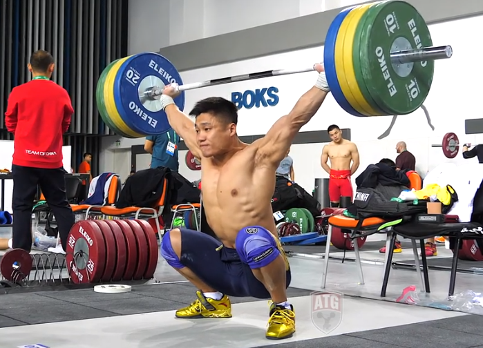 Chinese Weightlifter Lu Xiaojun training at the 2018 World Championships