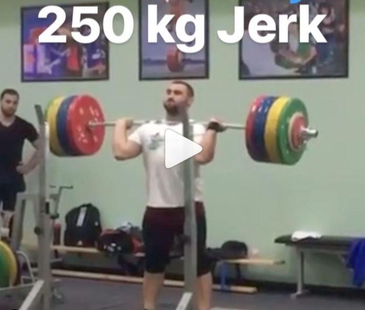 Armenian weightlifter Simon Martirosyan jerks 250 kg in training