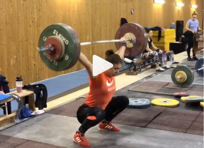 Romanian weightlifter Toma Loredana snatches 100 kg for a set of 3