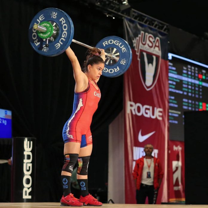 Katherine Landeros competing at the Las Vegas International Open - Photo by Lifting Life