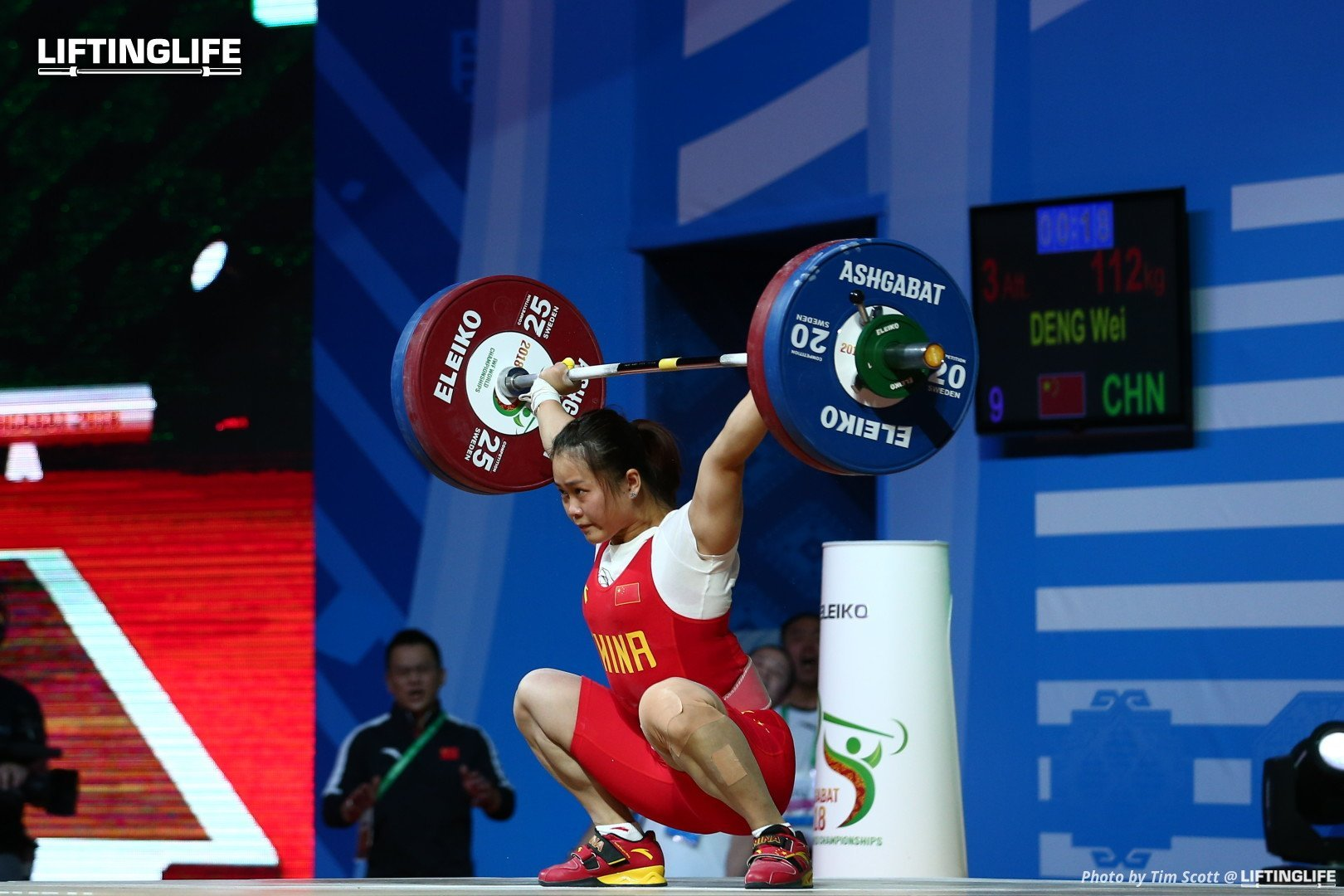 Chinese weightlifter Deng Wei snatching 112 kg at the 2018 Weightlifting World Championships