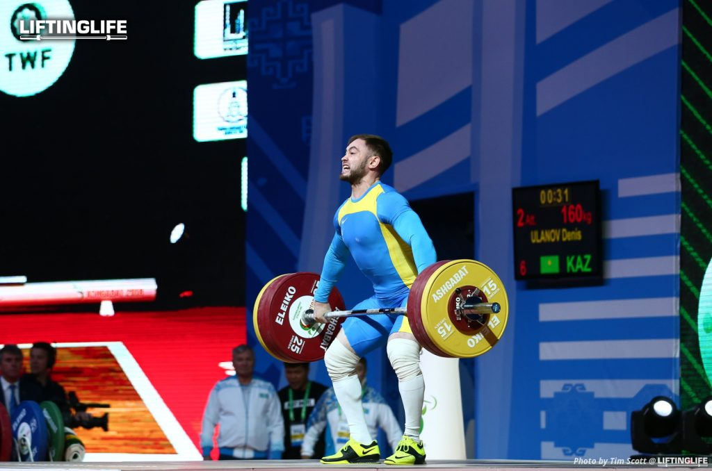 Kazakhstan weightlifter Denis Ulanov snatchingg 160kg at the 2018 Weightlifting World Championships