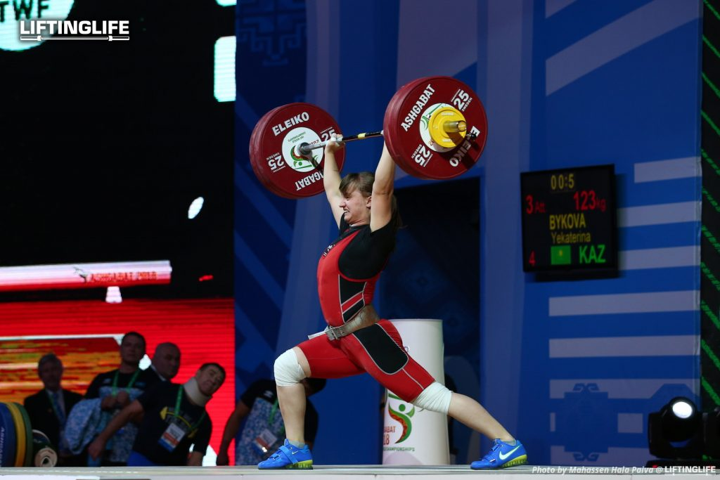 Kazakhstan weightlifter BYKOVA Yekaterina attempting a 123 kg clean and jerk at the 2018 weightlifting world championships