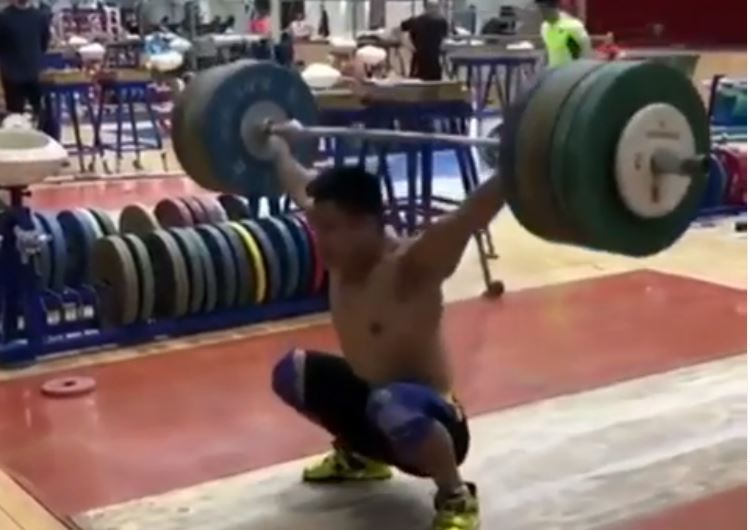Chinese weightlifter ad world champion Lu Xiaojun snatches 170 kg in training