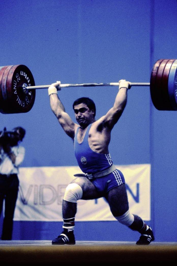 Bulgarian Weightlifter Alexander Varbanov clean and jerking