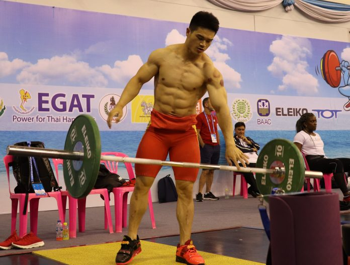 Team China weightlifting compete in Tramelan, Shi Zhiyong topless as the photo